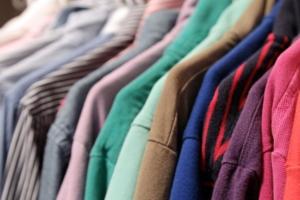 Engomadoria versus Passar a roupa em Casa